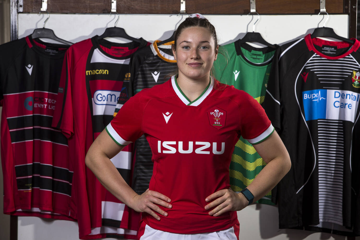 wales macron 2021 jerseys are finally here and they look like liverpool shirts but that s okay rugby shirt watch https rugbyshirtwatch com 2020 10 14 wales rugby macron 2021 shirt kit